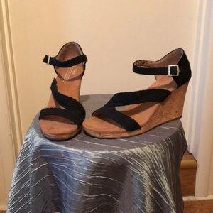 🆕Toms Clarissa wedge sandal black canvas/cork 🆕